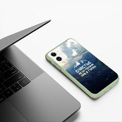 Чехол iPhone 11 матовый Счастье в горах цвета 3D-салатовый — фото 2
