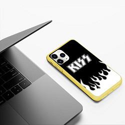 Чехол iPhone 11 Pro матовый Kiss цвета 3D-желтый — фото 2