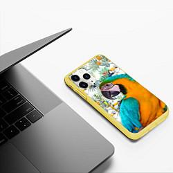 Чехол iPhone 11 Pro матовый Летний попугай цвета 3D-желтый — фото 2
