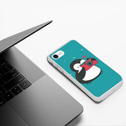 Чехол iPhone 7/8 матовый Пингвин с фотоаппаратом цвета 3D-белый — фото 2