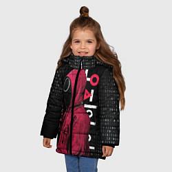 Куртка зимняя для девочки ИГРА В КАЛЬМАРА, СТРАЖ КРУГ БИНАРНЫЙ КОД цвета 3D-черный — фото 2