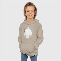 Толстовка детская хлопковая Бэймакс цвета миндальный — фото 2