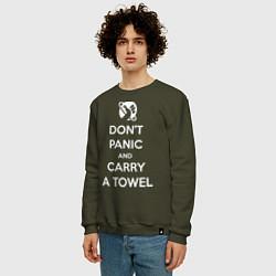 Свитшот хлопковый мужской Dont panic & Carry a Towel цвета хаки — фото 2