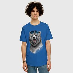 Футболка оверсайз мужская Медведь в очках цвета синий — фото 2