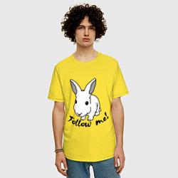 Мужская удлиненная футболка с принтом Rabbit: follow me, цвет: желтый, артикул: 10015749205753 — фото 2