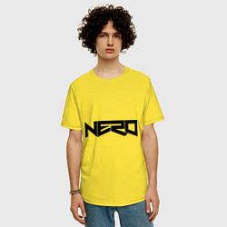 Футболка оверсайз мужская Nero цвета желтый — фото 2