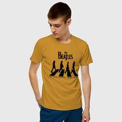 Футболка хлопковая мужская The Beatles цвета горчичный — фото 2
