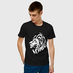 Футболка хлопковая мужская Лев в наушниках цвета черный — фото 2