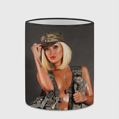Кружка цветная Девушка в форме / 3D-Черный кант – фото 2
