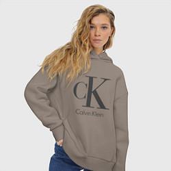 Толстовка оверсайз женская Calvin Klein цвета утренний латте — фото 2