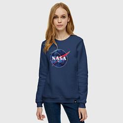 Свитшот хлопковый женский NASA: Cosmic Logo цвета тёмно-синий — фото 2