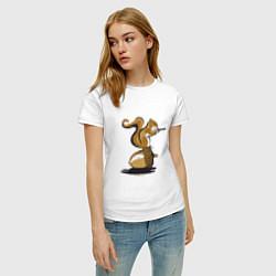 Футболка хлопковая женская Белка с орехом цвета белый — фото 2