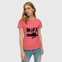 Футболка хлопковая женская NOFX crushman цвета коралловый — фото 2