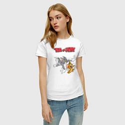 Футболка хлопковая женская Tom & Jerry цвета белый — фото 2