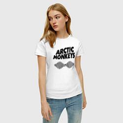 Футболка хлопковая женская Arctic Monkeys цвета белый — фото 2
